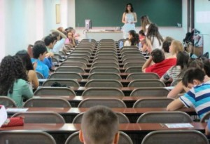 alumnos realizando el examen de recuperacion del graduado en ESO